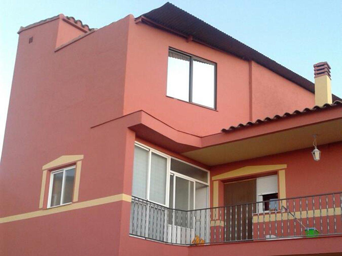 Pintura de fachada de vivienda particular en Segovia