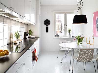 Cocina grande pintada de color blanco