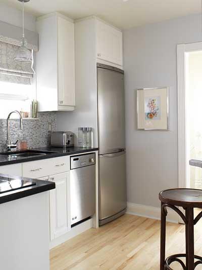 Cocina pequeña pintada de gris claro
